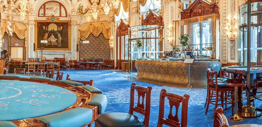 Spel bordsspel på terassen med havsutsikt i Monte Carlo Casino